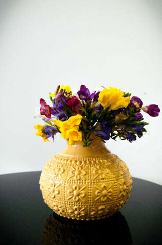 EMBOSSED FLOWER VASE - BUTTER