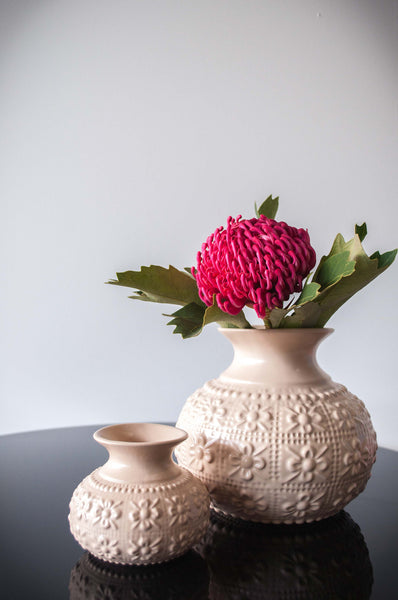 EMBOSSED FLOWER VASE - CREAM