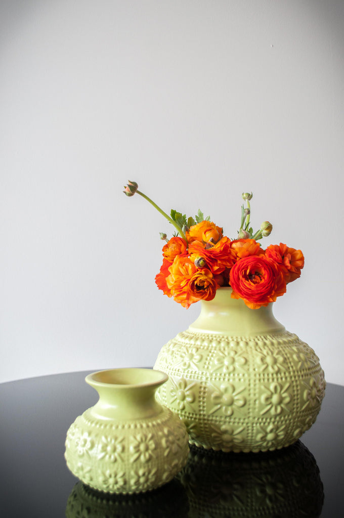 EMBOSSED FLOWER VASE - LIME