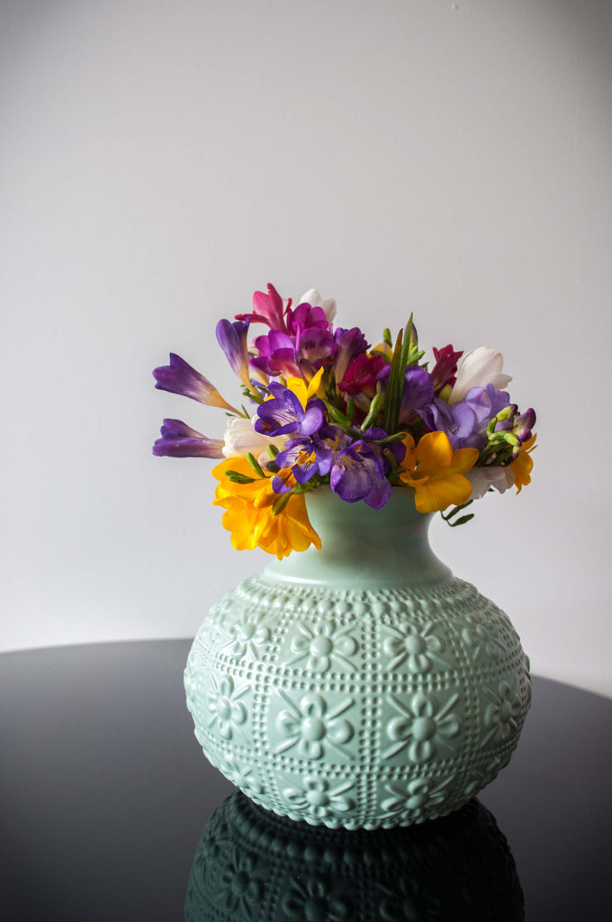 EMBOSSED FLOWER VASE - MINT
