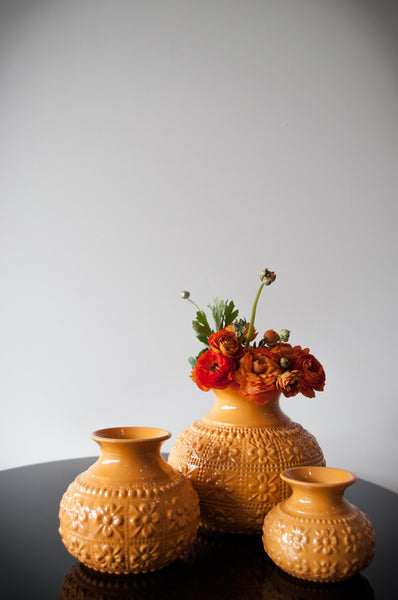 EMBOSSED FLOWER VASE - ORANGE