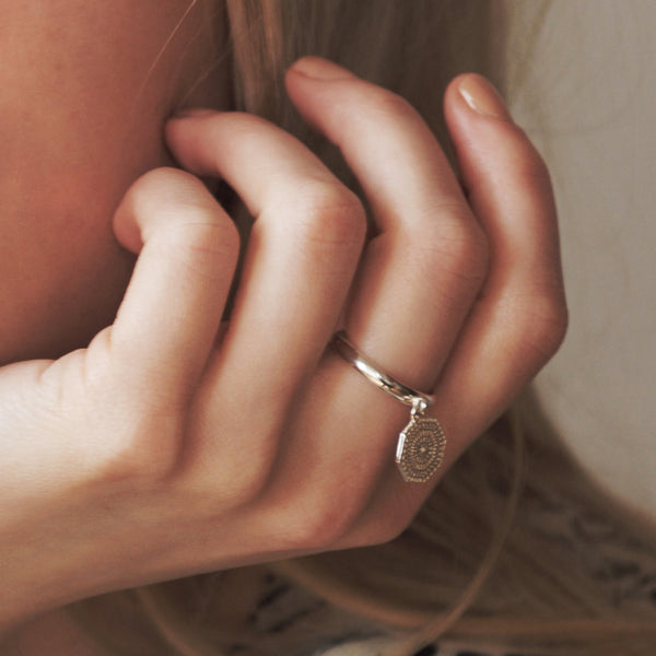 PUCK WANDERLUST_SILVER SUN RING_lifestyle