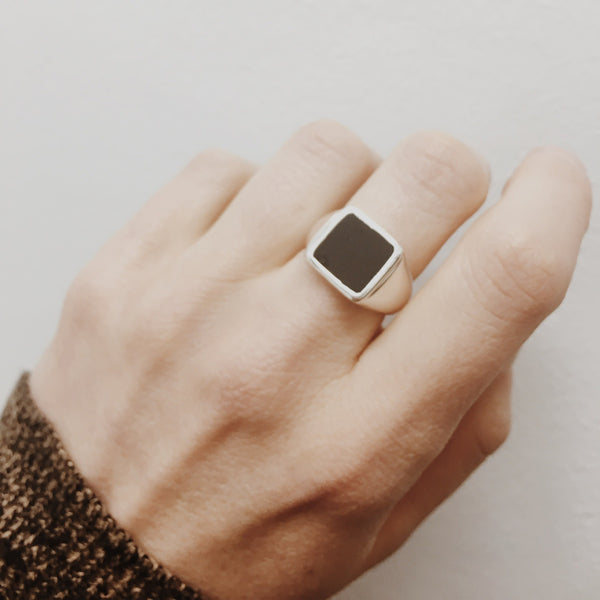 Puck-Wanderlust-Silver-Classic-Black-Onyx-Signet-Ring-Lifestyle