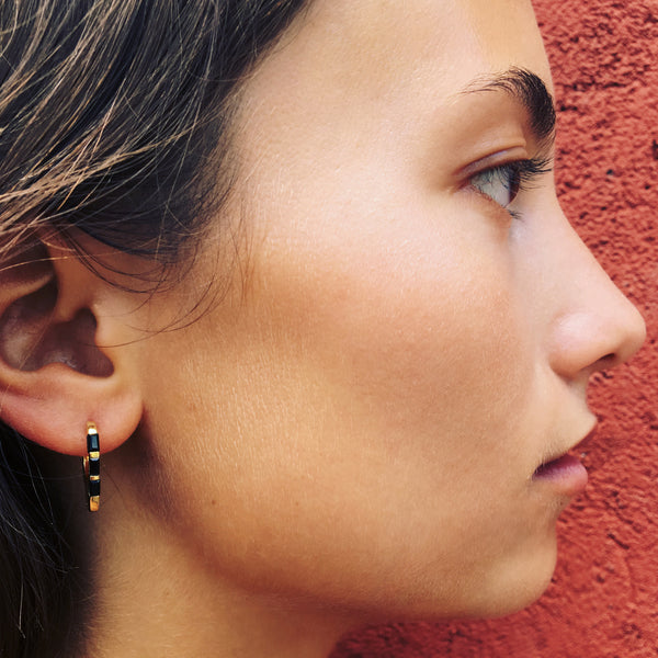 Puck Wanderlust_Gold Himalyay Hoop Earrings_Model_2
