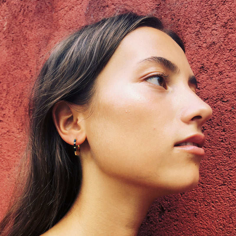 Puck Wanderlust_Gold Himalyay Hoop Earrings_Model