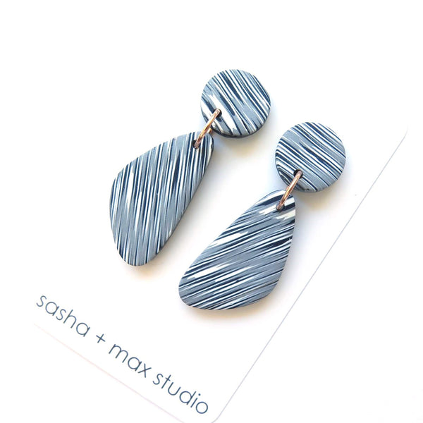 Grey Blurred stripes mid statement earrings