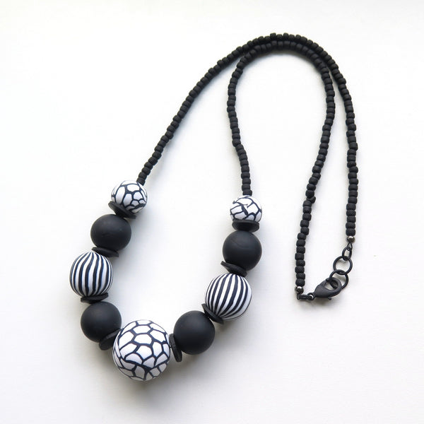 Chunky bead black and white necklace