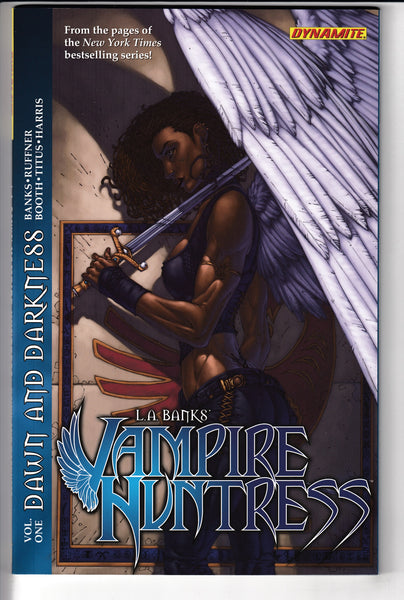 LA BANKS VAMPIRE HUNTRESS TP 01, DAMAGED TO CLEAR, Dynamite (2011)