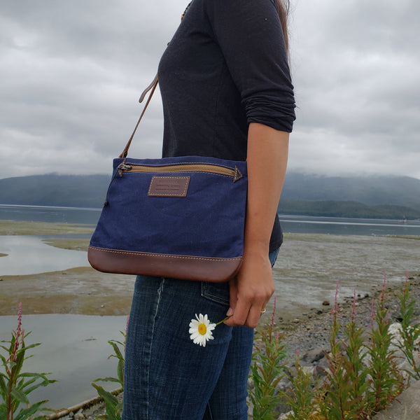 FisherFolk CrossBody Zipper Shoulder Bag | Navy with Brown Leather