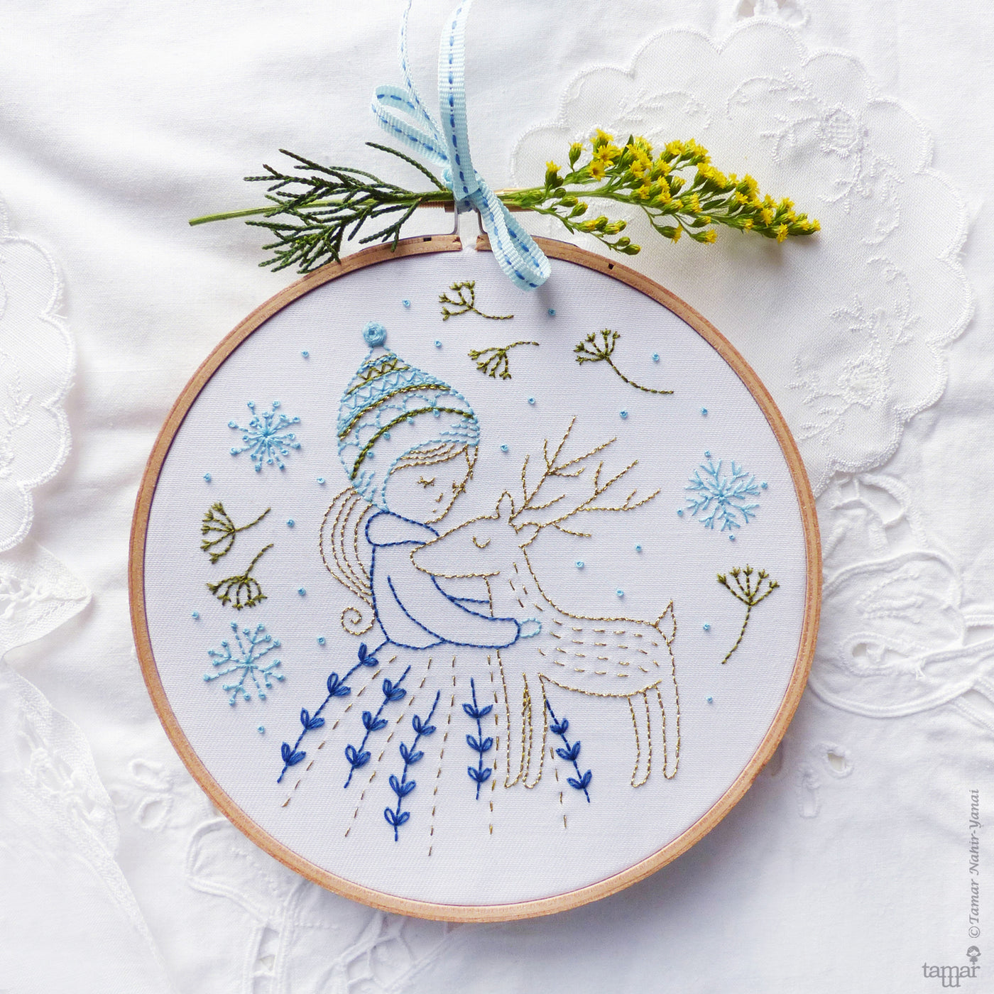 "Golden Deer 6"" Embroidery Kit"