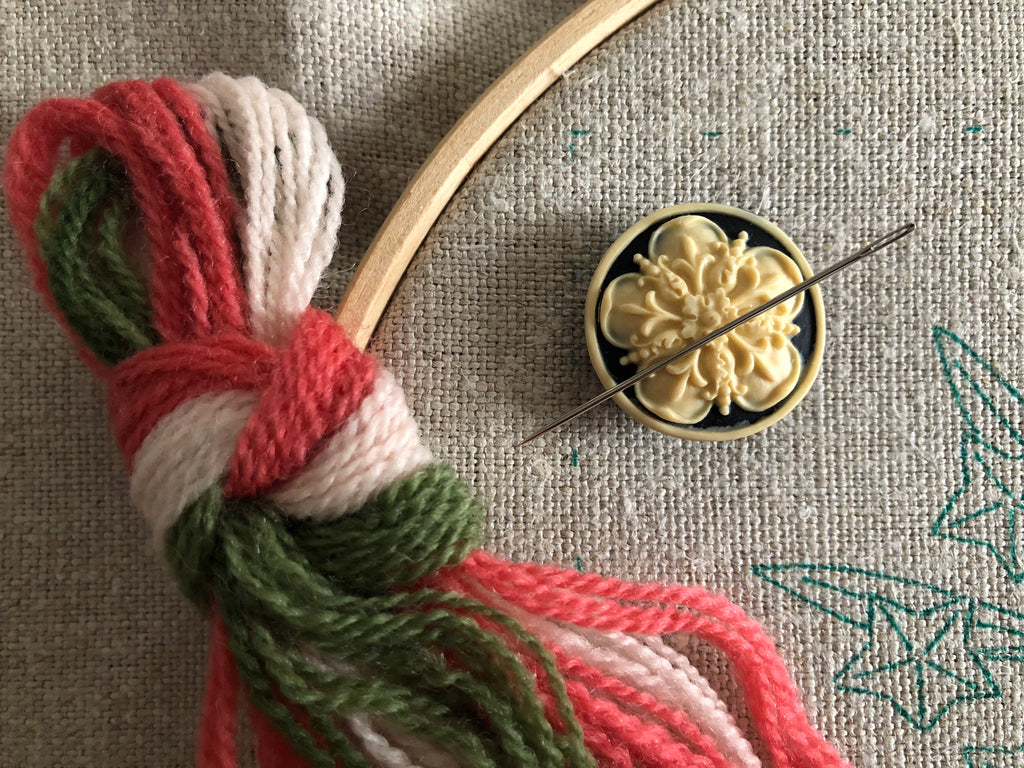 Magnetic Needle Minder: Tudor Rose