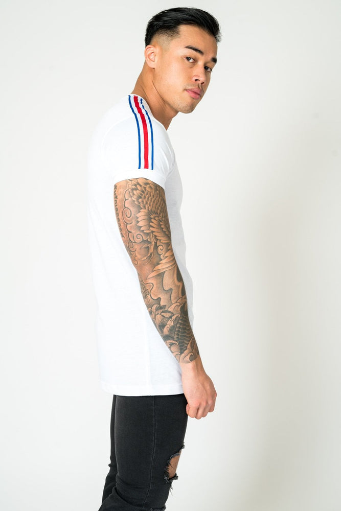 MUSCLE FIT WHITE TEE WITH RED AND BLUE SPORTS STRIPE