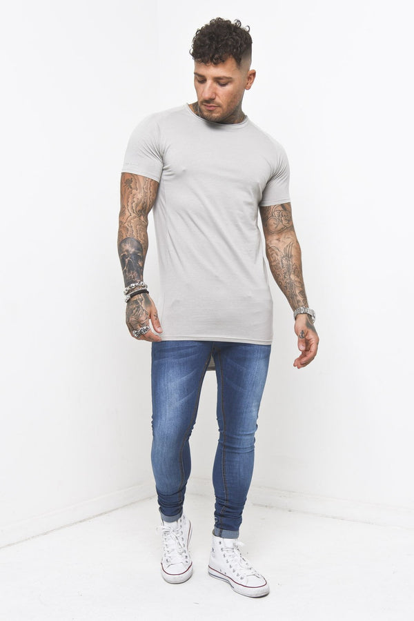 Muscle fit t shirt in stone