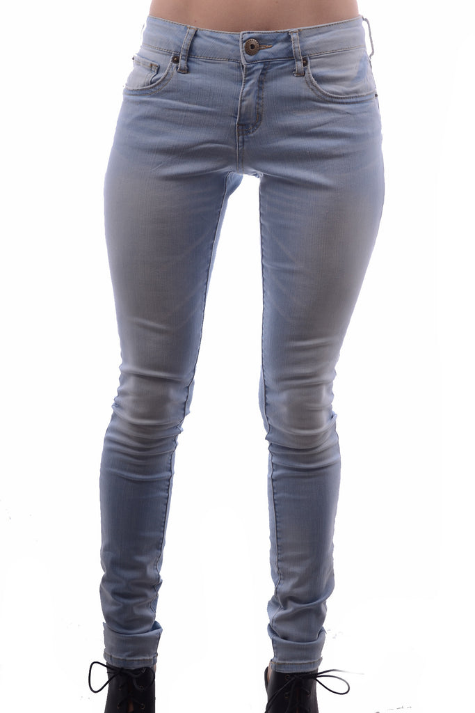 Chic LIGHT WASH COMFY DENIM