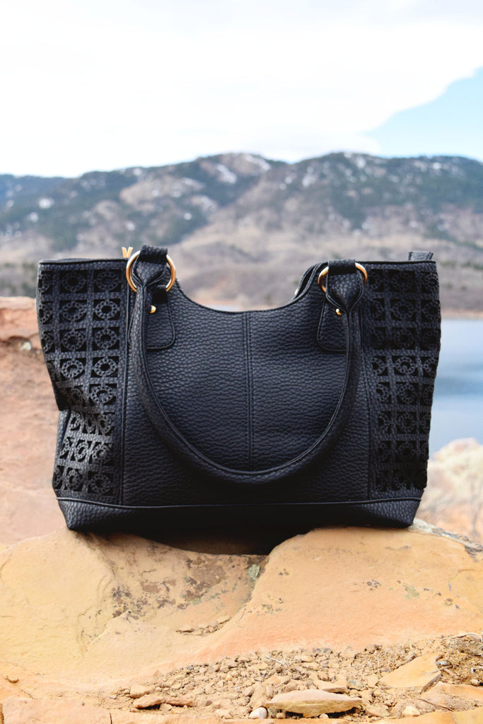 Chic ibiza textured shoulder bag black