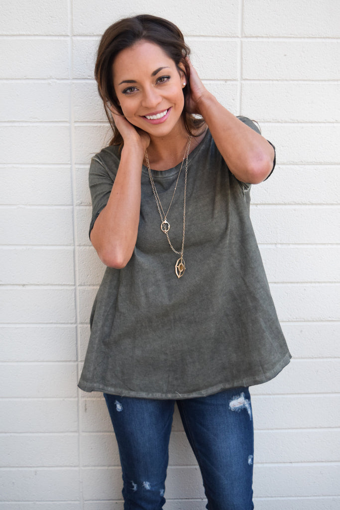 Chic mountain weekend oversized tee shirt olive