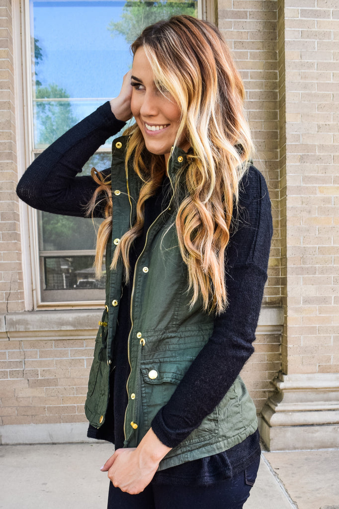 Chic faux fur lined cargo vest olive