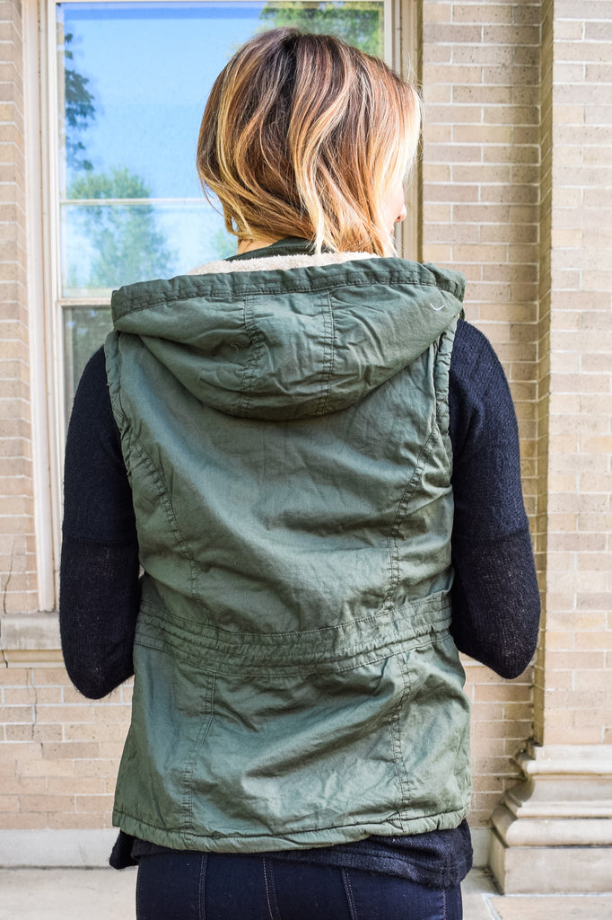 Colorado Chic faux fur lined cargo vest olive