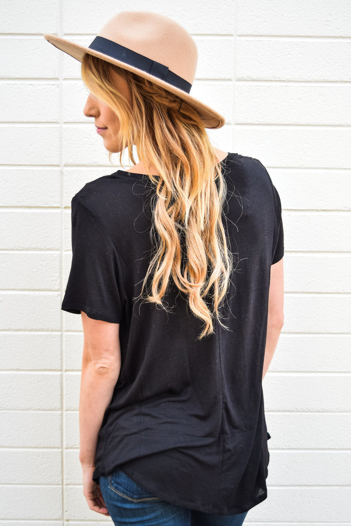 Chic scoop neck boyfriend tee black