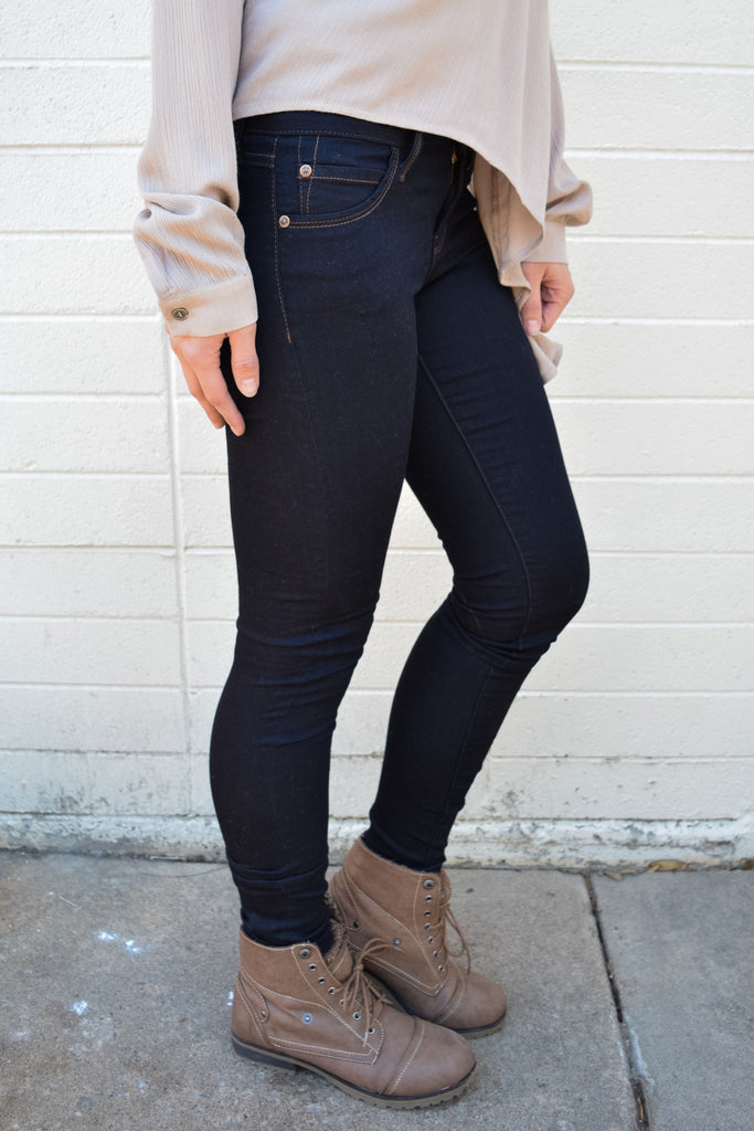 Chic everyday dark wash super skinny jean