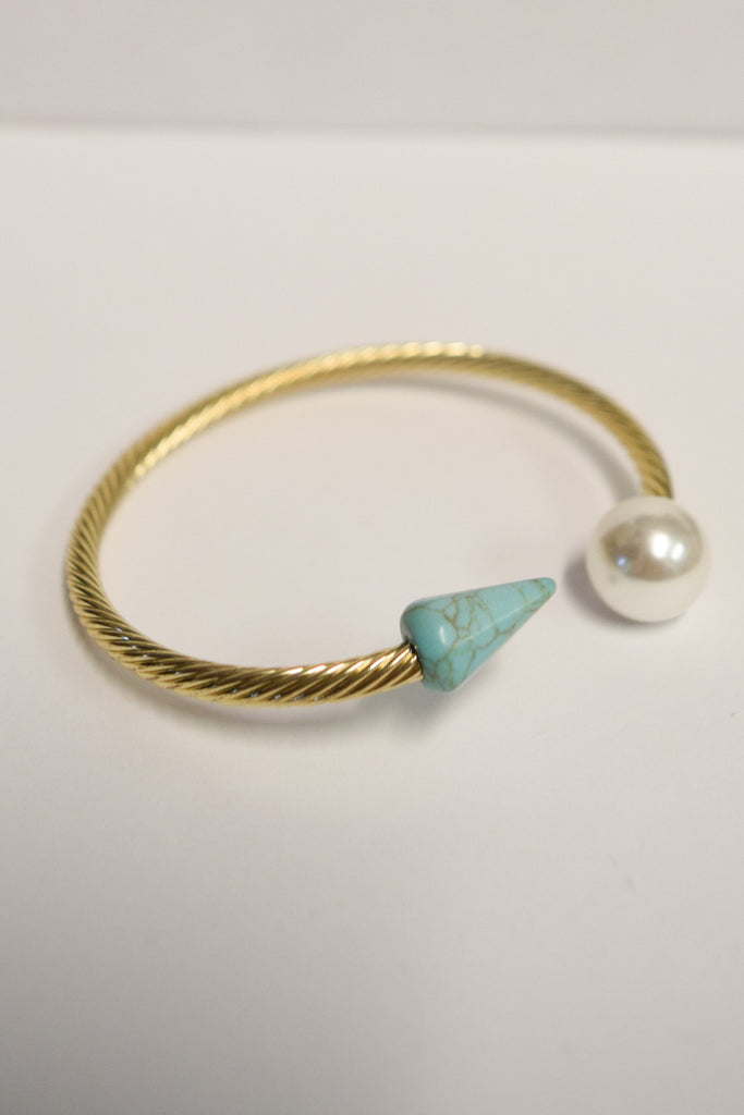 Womens Clothing Point to the Pearl Bracelet