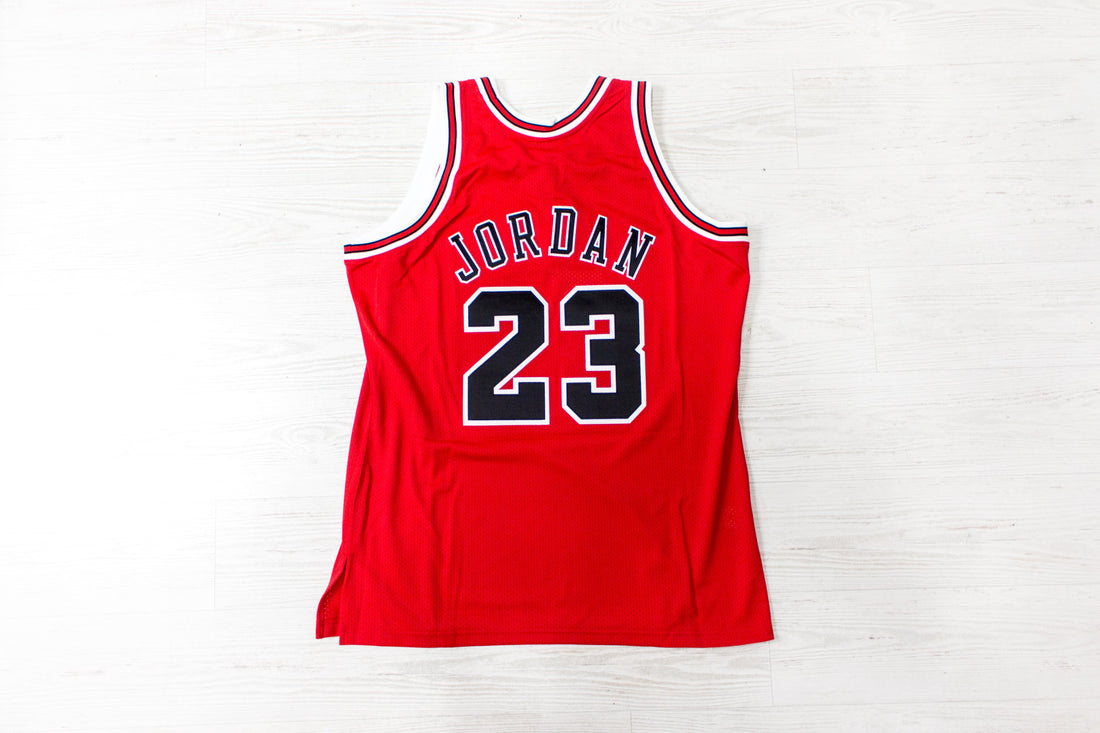Mitchell & Ness 1997 Bulls Road Finals Jersey (Red/Black)