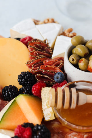 how to make a cheese platter, charcuterie board, easy charcuterie board, cheese board tips