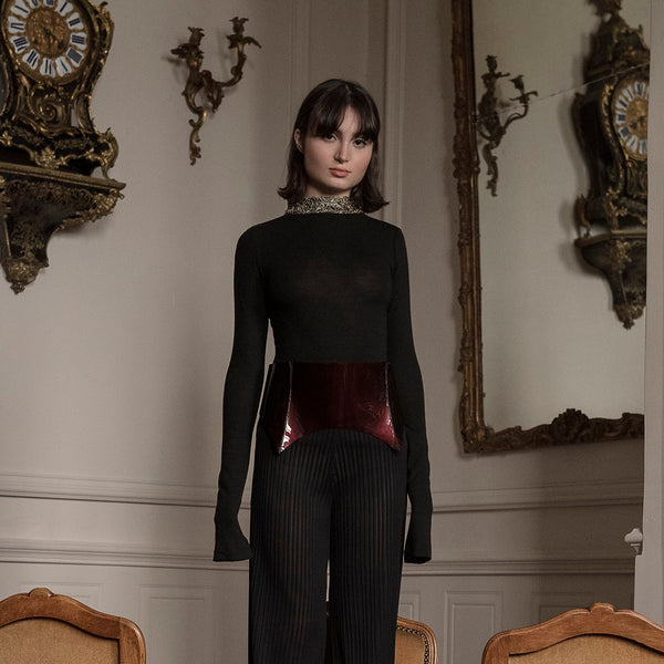 <b>N°1</b> <p><b>black long sleeve top</b> <p>