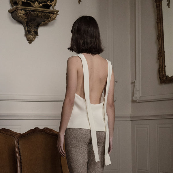 <b>N°1</b> <p><b>ivory square neck top</b> <p>