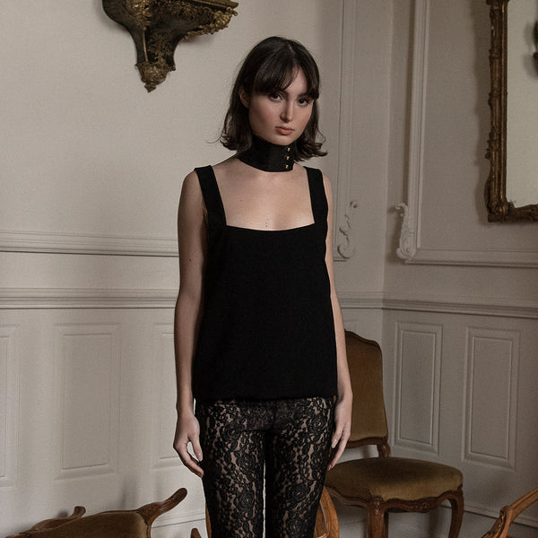 <b>N°1</b> <p><b>black square neck top</b> <p>