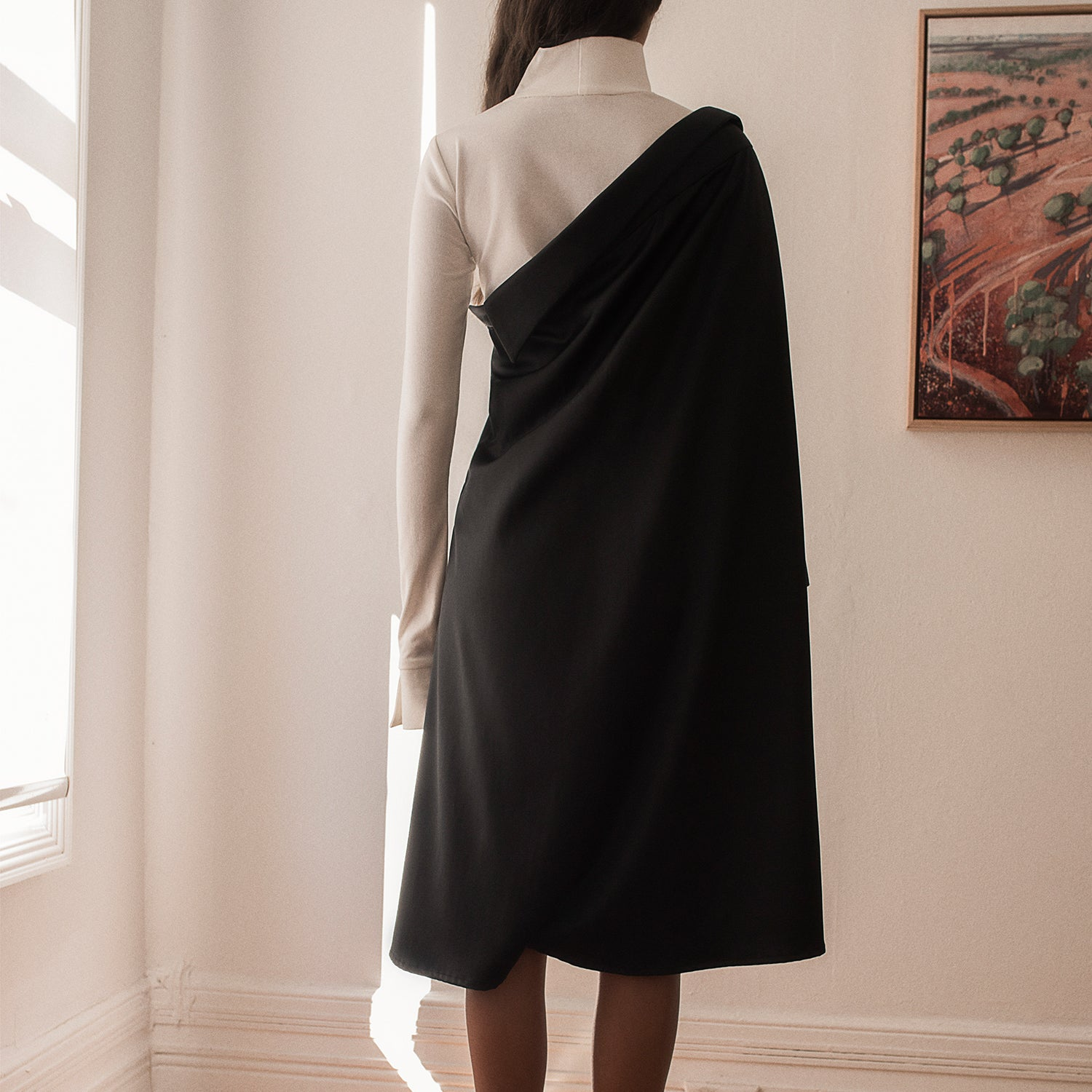 <b>N°4</b> <p><b>black asymmetric two-way long shirt</b> <p>