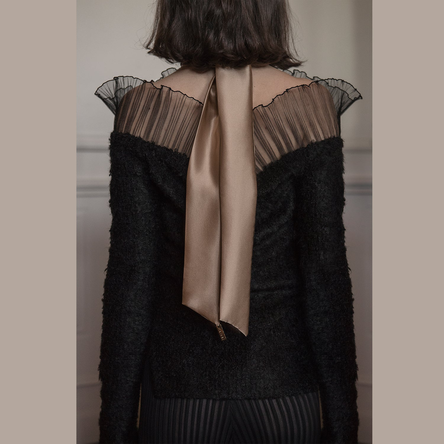 <b>N°1</b> <p><b>black off shoulder frill top</b> <p>