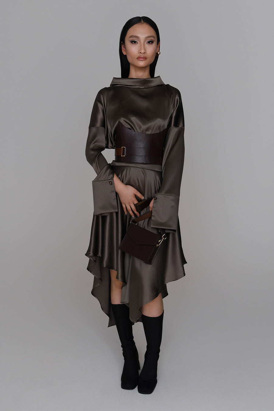 <b>N°6</b> <p><b>Gaia Dress</b> <p></b>deep olive