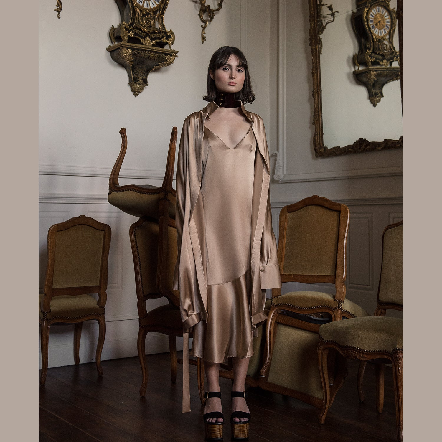 <b>N°1</b> <p><b>latte silk satin trench</b> <p>