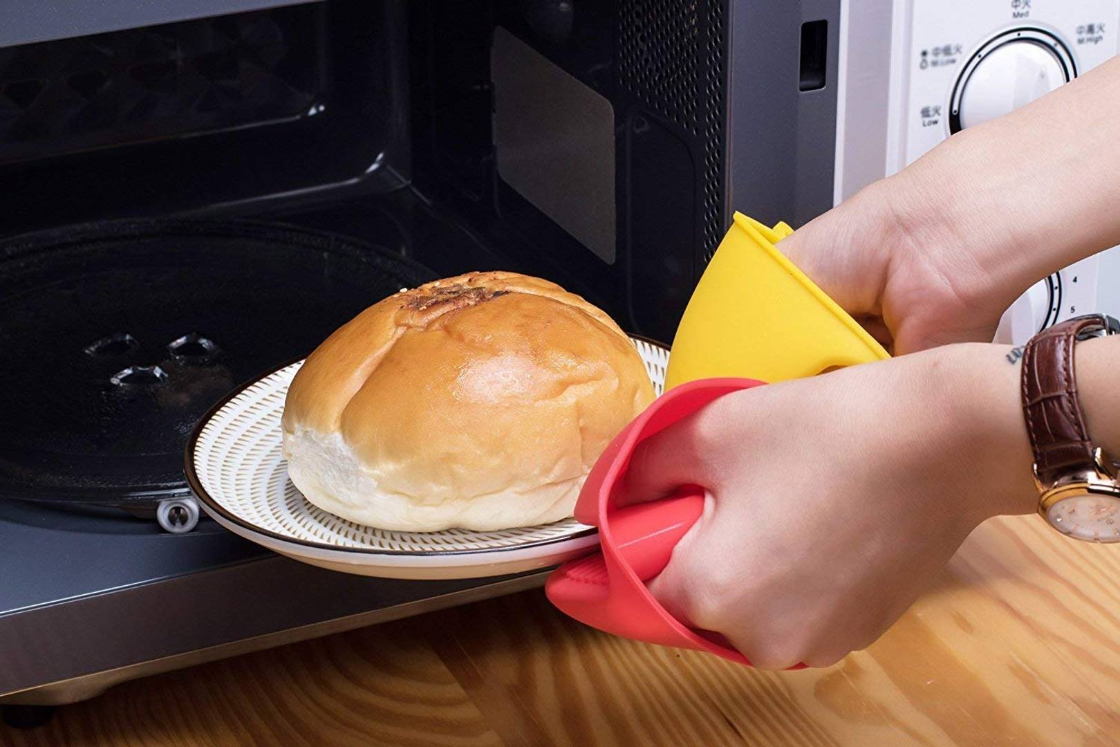 Heat Resistant Bird Shape Silicone Kitchen Cooking Oven Mitts Hand Clip Finger Glove (Assorted) - Pack Of 2