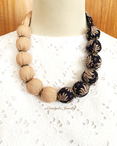 Saras light brown necklace