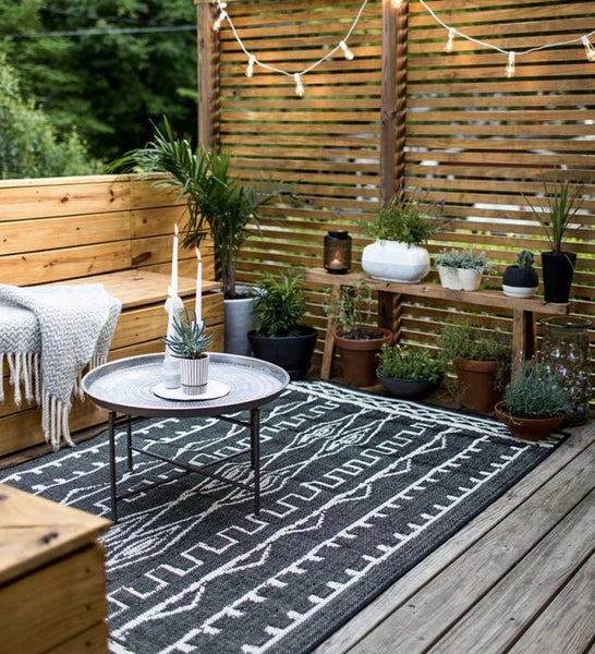 13 Best Hand-Knotted Outdoor Rugs for Patio [Specially Curated]