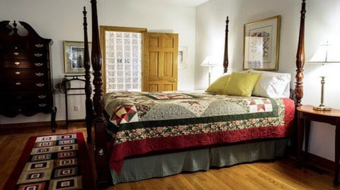 Hand-tufted area rug in bedroom