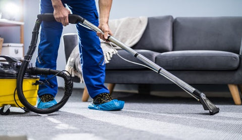 Cleaning a rug with vacuum cleaner