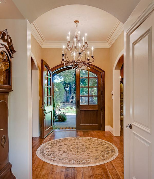 Round rug on the entryway