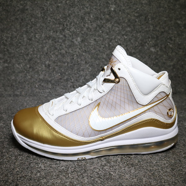 Centred View of the Lebron VII 7 Basketball shoe gold and white at Solemate Sneakers Sydney
