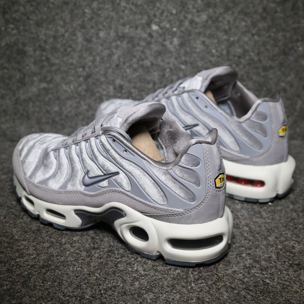 rear Nike Women's Air Max Plus Deluxe Gunsmore Atmosphere Grey