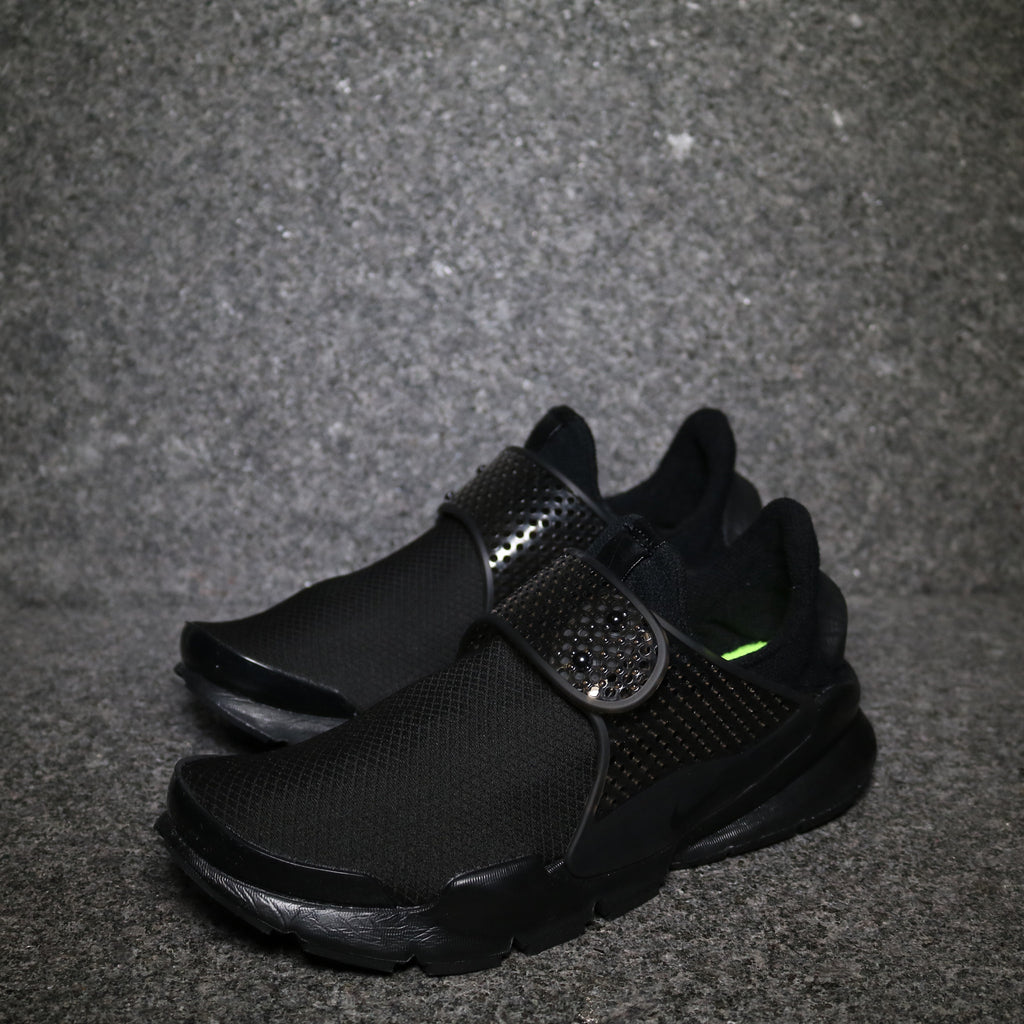 best sneakers 014c2 18297 Off centre view of the Women's Nike Sock Dart SE Black Volt at Solemate  Sneakers Sydney