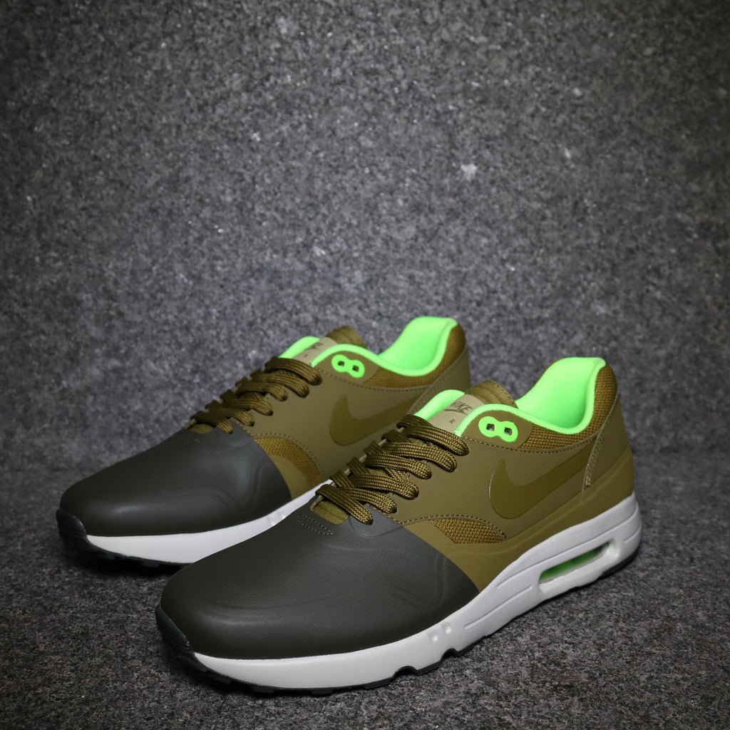 91fbde6ae726 Off Centre View of the Air Max 1 Ultra 2.0 SE Cargo Khaki Militia Green at