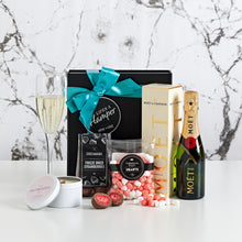 Load image into Gallery viewer, Champagne and Strawberries Gift Hamper