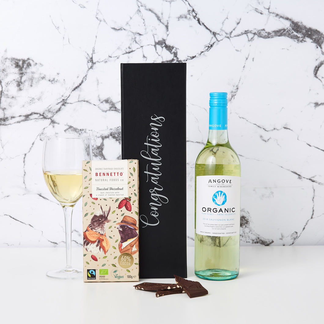 Congratulations Organic White Wine and Chocolate Hamper is a stylish gift hamper. It comes with a bottle of Organic White wine and a block of Bennetto Chocolate. This gift hamper comes personalised with Congratulations printed on the box.