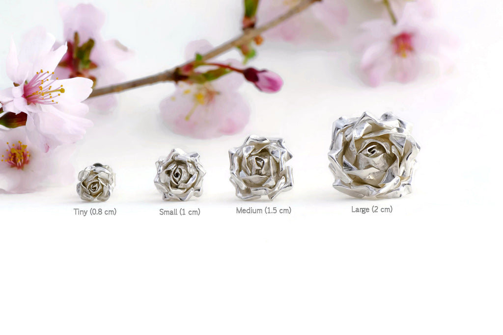 different sizes of silver roses