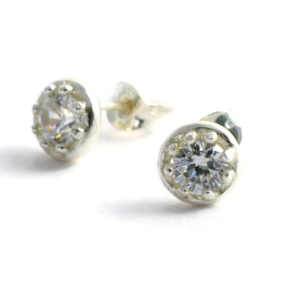 Crown basket frame stud earrings with gemstones