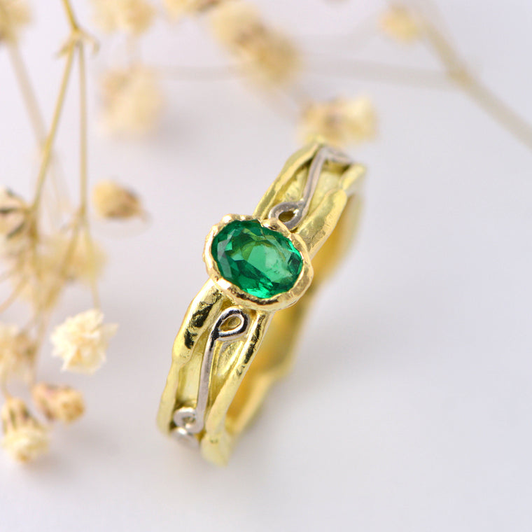 Colombian emerald and solid yellow gold ring