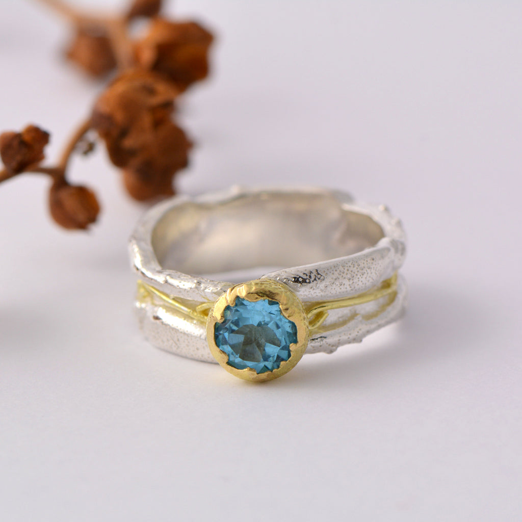 18ct gold and silver Patterned ring band, 7 mm wide with 6 mm round gemstone